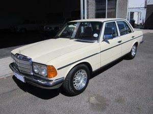 1984 Mercedes Benz 200 W123 RHD SUPERB
