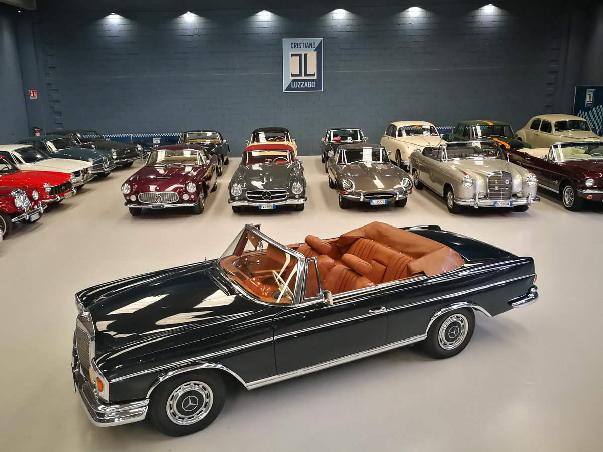 A LEGENDARY CRUISER, WONDERFUL 1964 MERCEDES 220 SE CONVERTI For Sale (picture 1 of 6)