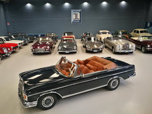 A LEGENDARY CRUISER, WONDERFUL 1964 MERCEDES 220 SE CONVERTI For Sale