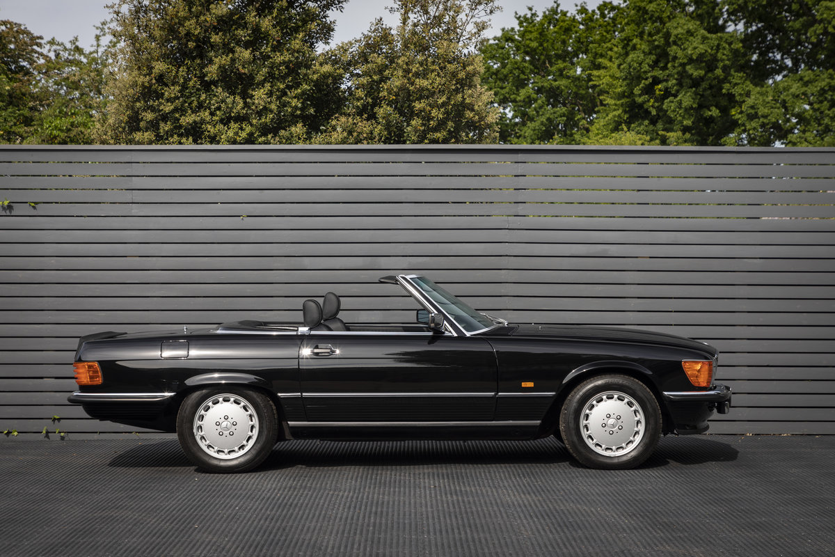 1988 Mercedes 500SL R107 ONLY 4700 MILES For Sale (picture 5 of 24)