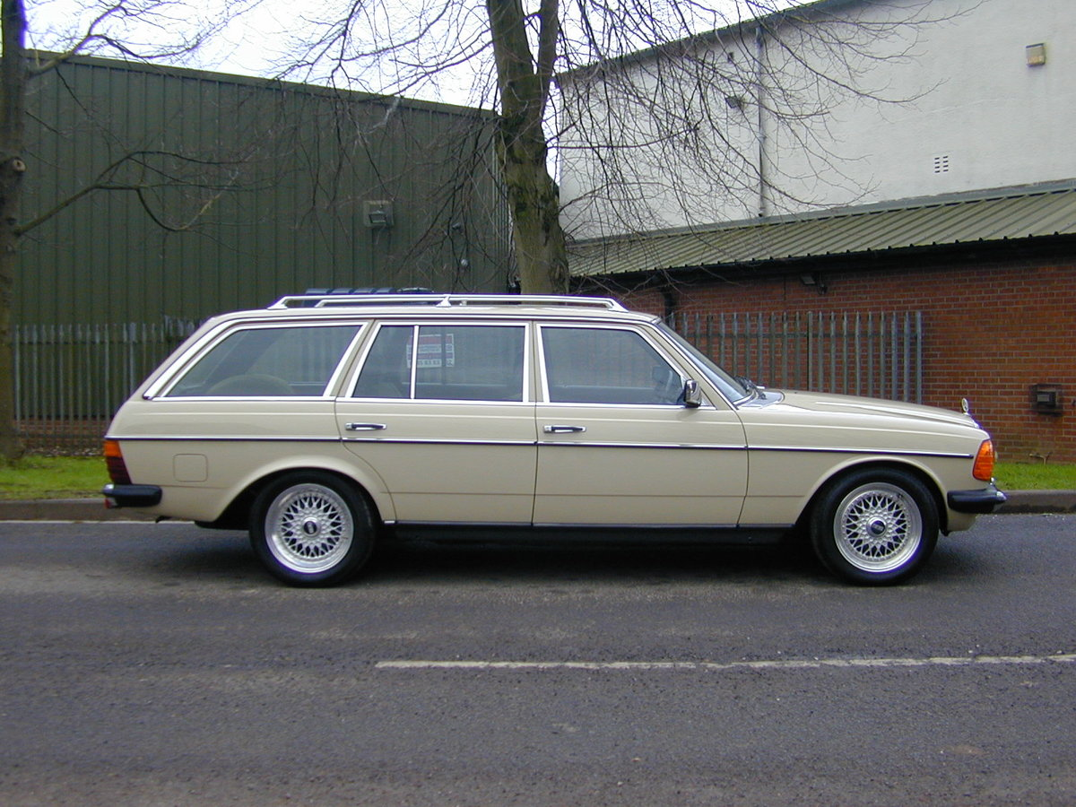 1984 MERCEDES BENZ W123 500te V8 ESTATE - RHD - ROLLING THUNDER! For Sale (picture 2 of 6)