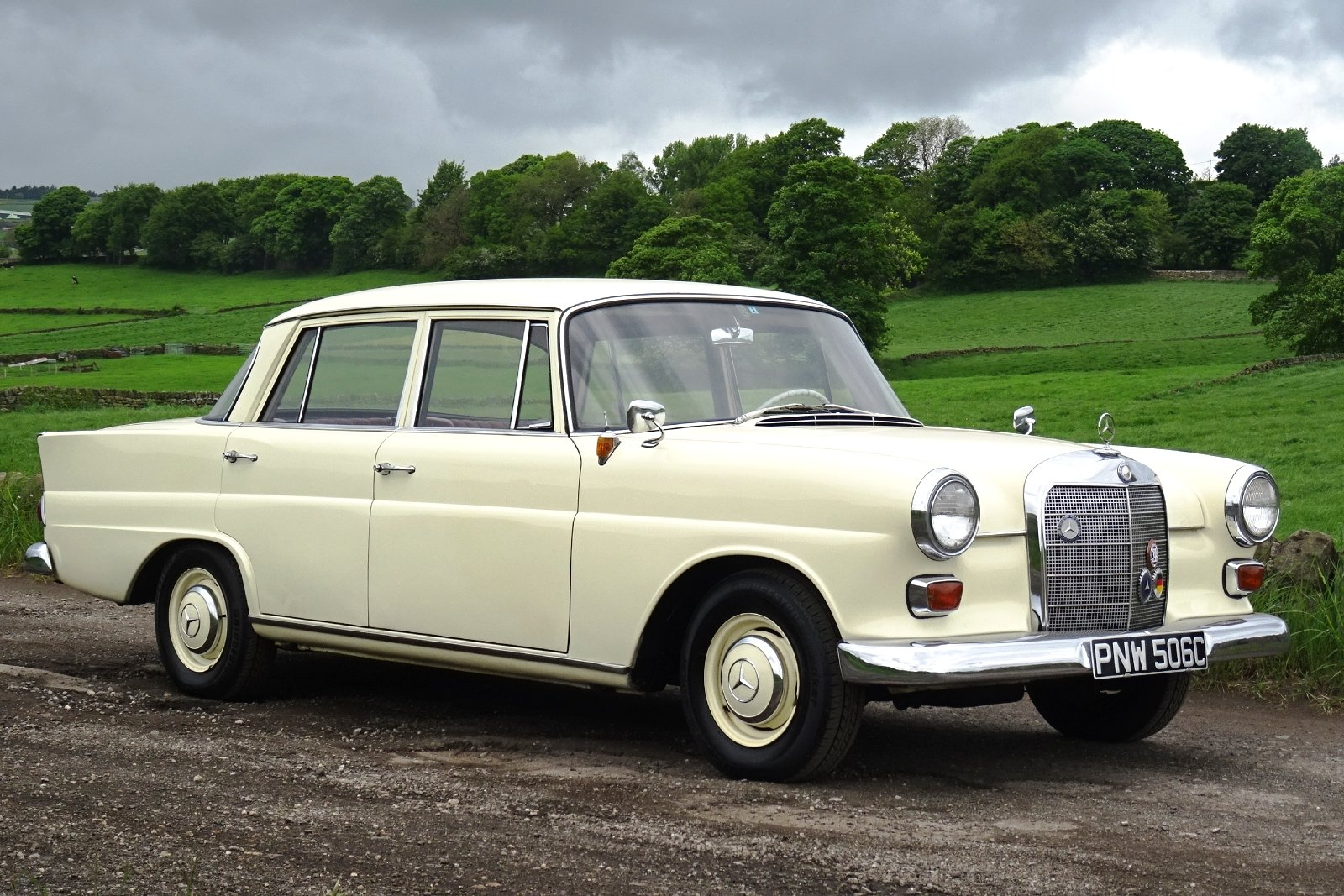 1965 MERCEDES 190 FINTAIL SALOON SOLID BODY BEAUTIFUL INTERIOR SOLD (picture 1 of 6)