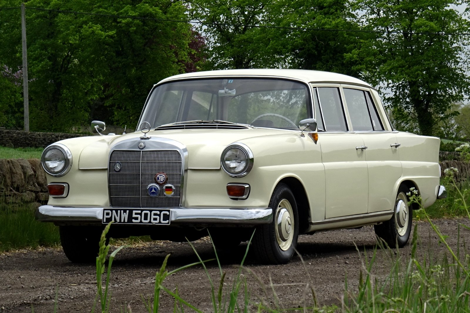 1965 MERCEDES 190 FINTAIL SALOON SOLID BODY BEAUTIFUL INTERIOR SOLD (picture 2 of 6)