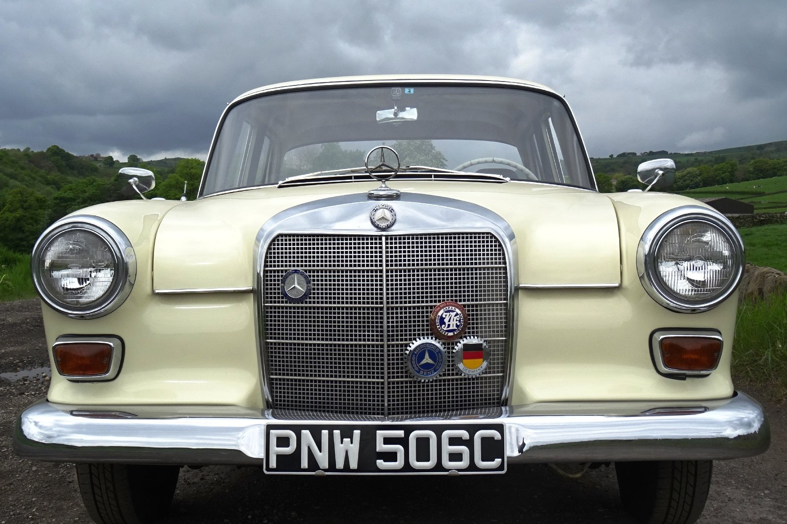 1965 MERCEDES 190 FINTAIL SALOON SOLID BODY BEAUTIFUL INTERIOR SOLD (picture 3 of 6)