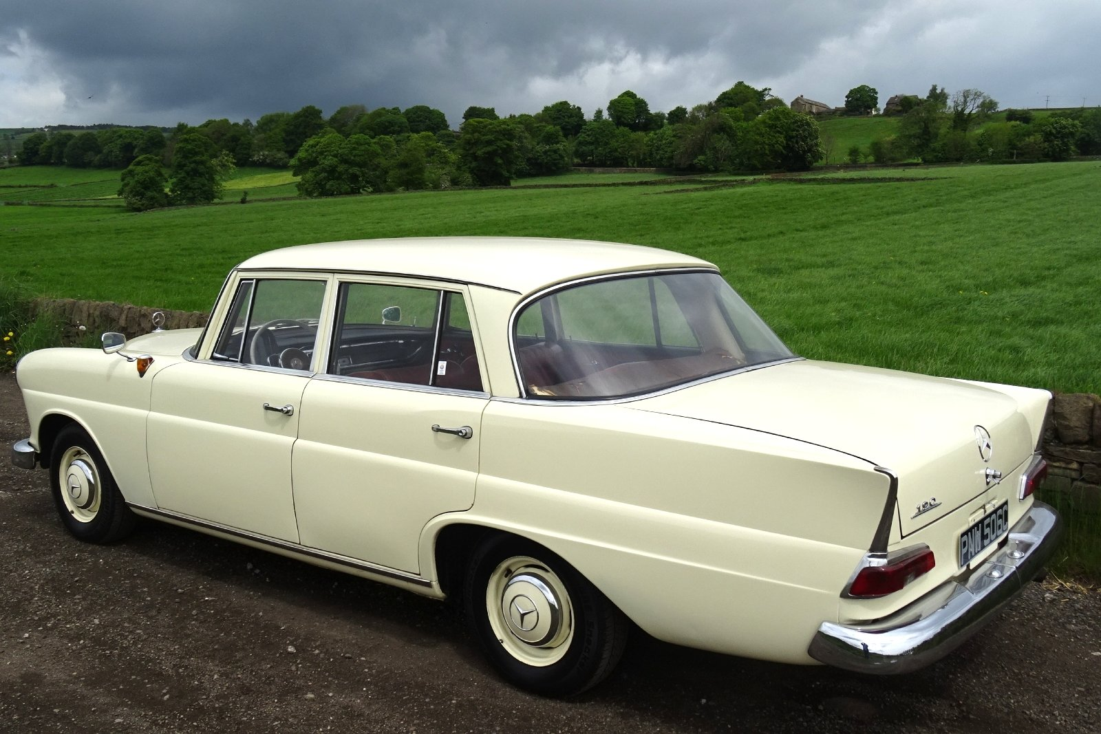 1965 MERCEDES 190 FINTAIL SALOON SOLID BODY BEAUTIFUL INTERIOR SOLD (picture 4 of 6)