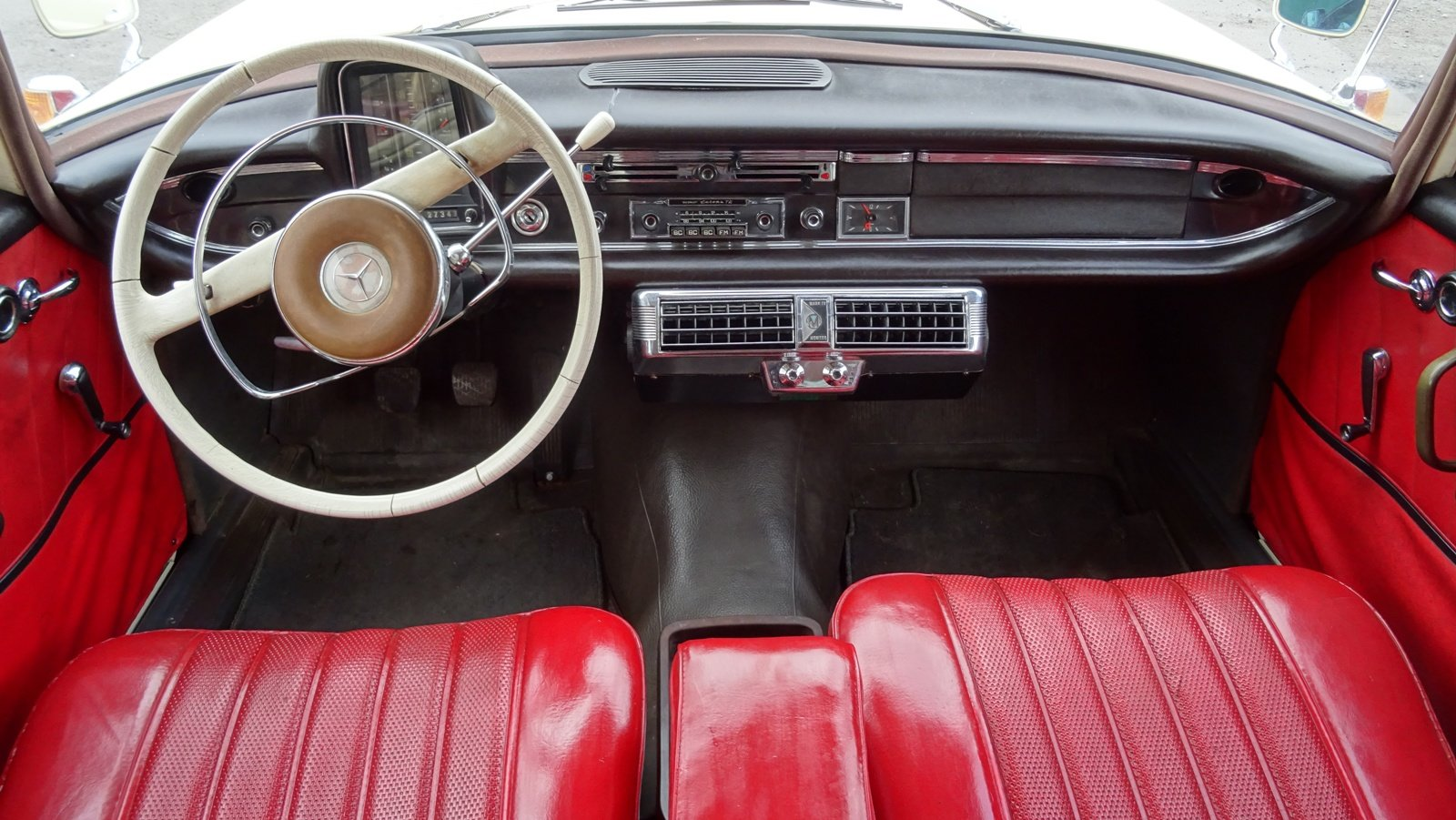 1965 MERCEDES 190 FINTAIL SALOON SOLID BODY BEAUTIFUL INTERIOR SOLD (picture 5 of 6)