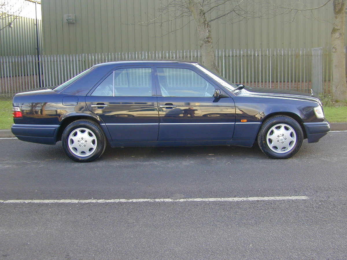 1993 MERCEDES BENZ W124 e280 Saloon - AIR CON - RHD - EX JAPAN ! For Sale (picture 2 of 6)