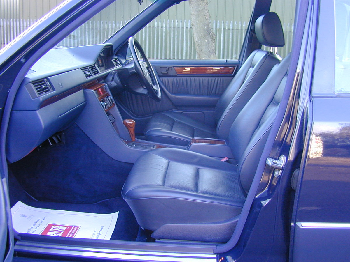 1993 MERCEDES BENZ W124 e280 Saloon - AIR CON - RHD - EX JAPAN ! For Sale (picture 4 of 6)