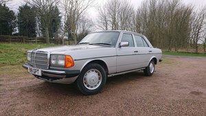 1984 Mercedes w123 230e vgc rare manual long mot For Sale
