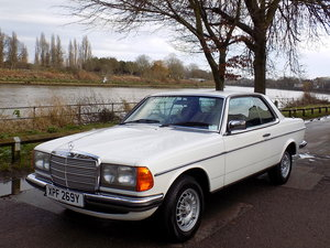 1981 MERCEDES W123 230 CE COUPE - AUTOMATIC SOLD