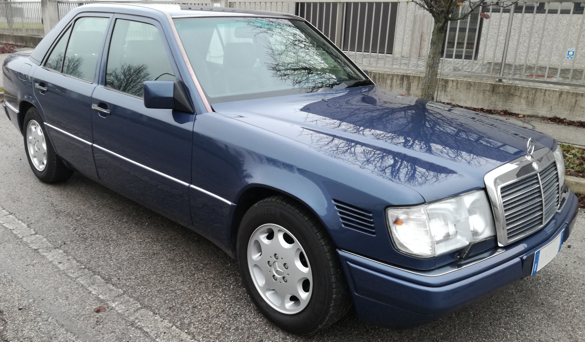 1992 MERCEDES BENZ W124 300D TD For Sale (picture 1 of 6)
