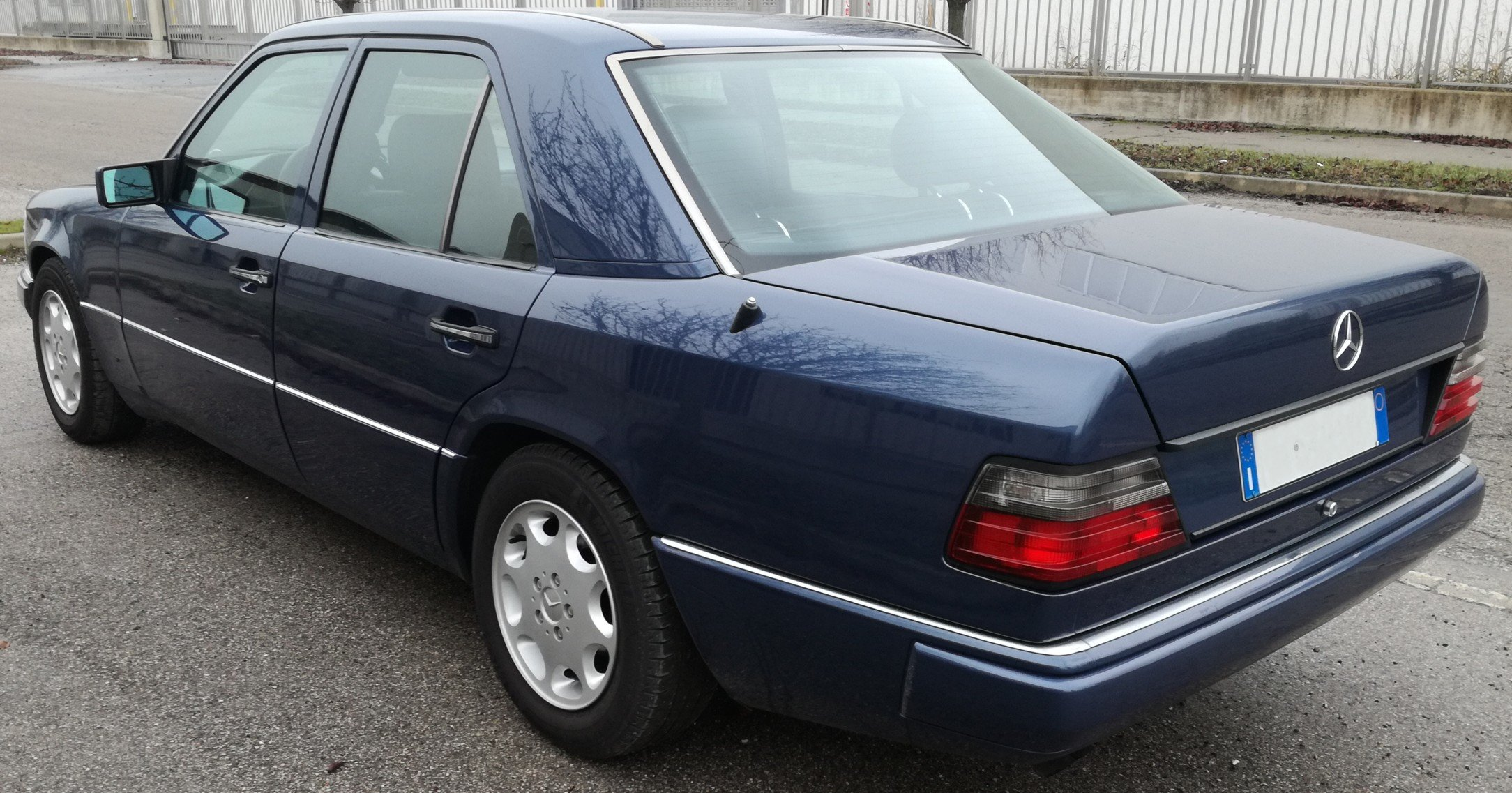 1992 MERCEDES BENZ W124 300D TD For Sale (picture 2 of 6)