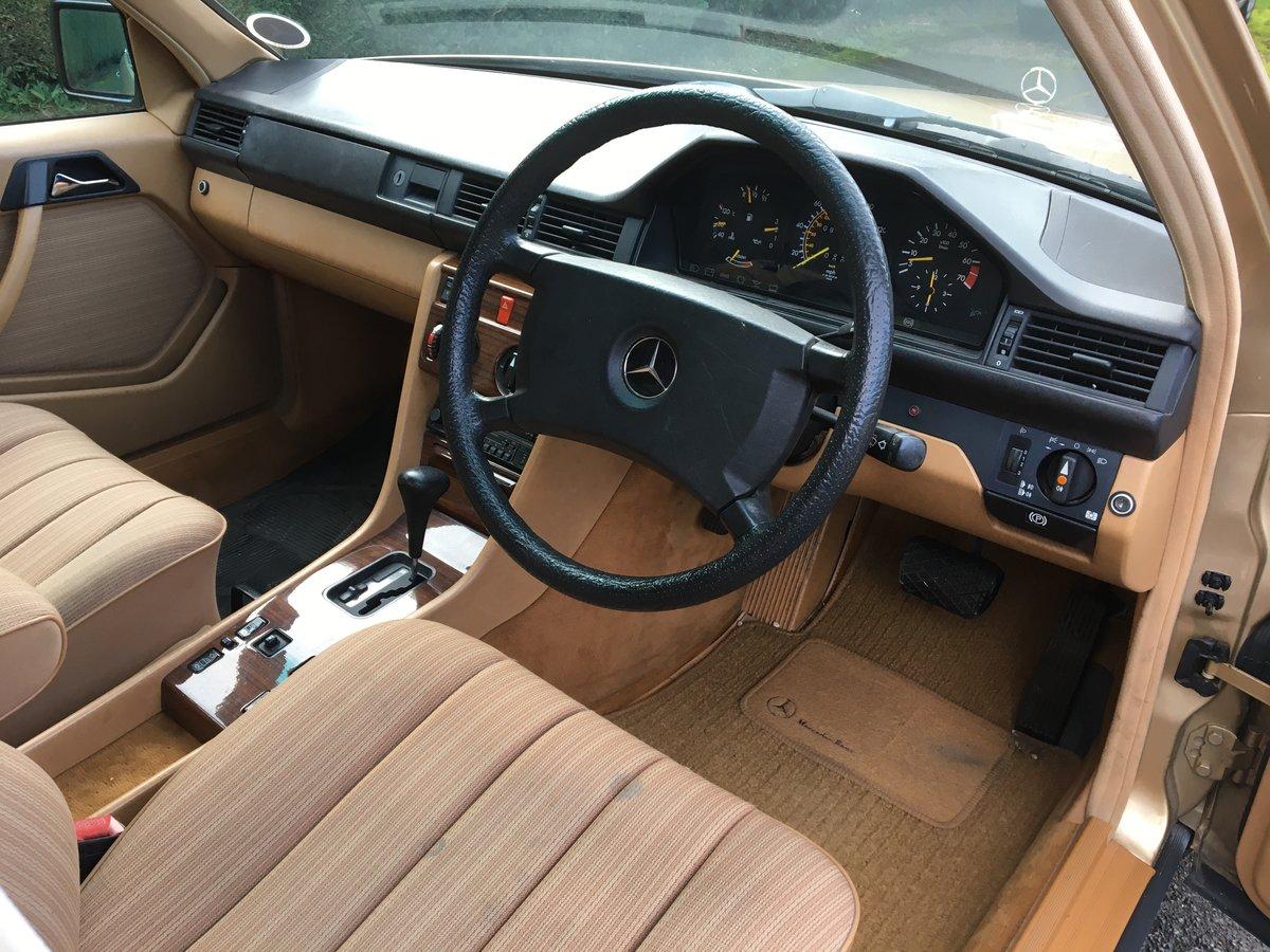 1986 Mercedes 300E W124 For Sale (picture 3 of 6)