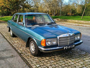 Mercedes-Benz 230E RHD