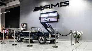 1967 Mercedes-Benz 280 SL Pagoda in Midnight Blue by Hemmels For Sale