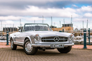 1967 Mercedes-Benz 280 SL Pagoda in Silver by Hemmels For Sale