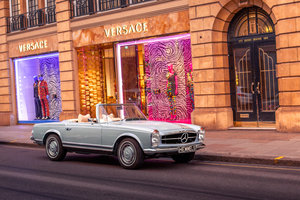 1971 Mercedes-Benz 280 SL Pagoda in Horizon Blue by Hemmels For Sale