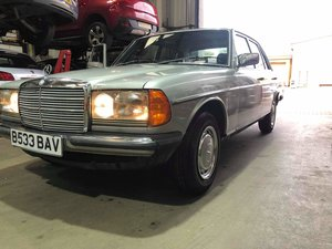 1985 Mercedes W123 2.0