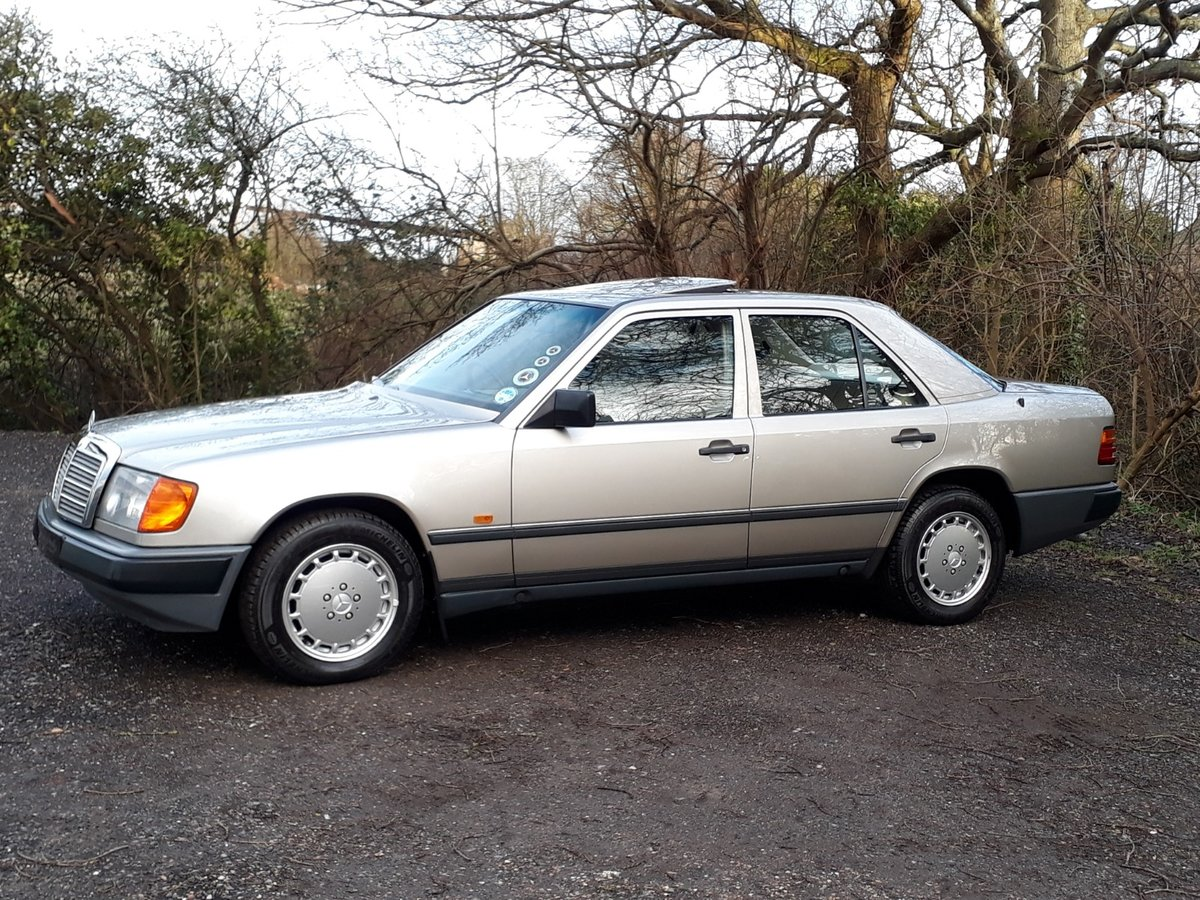 STUNNING LOW MILEAGE, SHOW WINNING 1988 MERCEDES W124 300E  SOLD (picture 2 of 6)