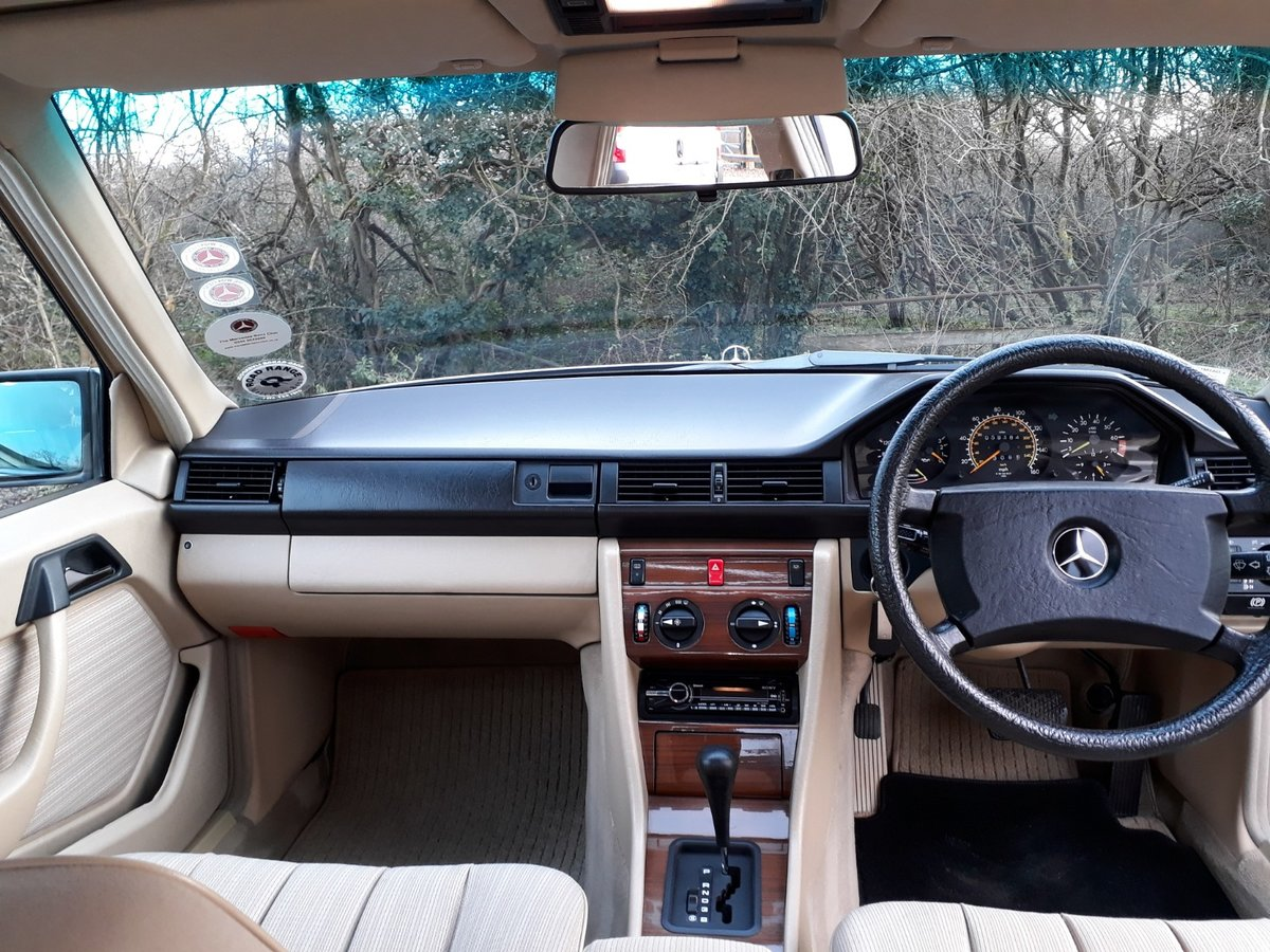 STUNNING LOW MILEAGE, SHOW WINNING 1988 MERCEDES W124 300E  SOLD (picture 4 of 6)