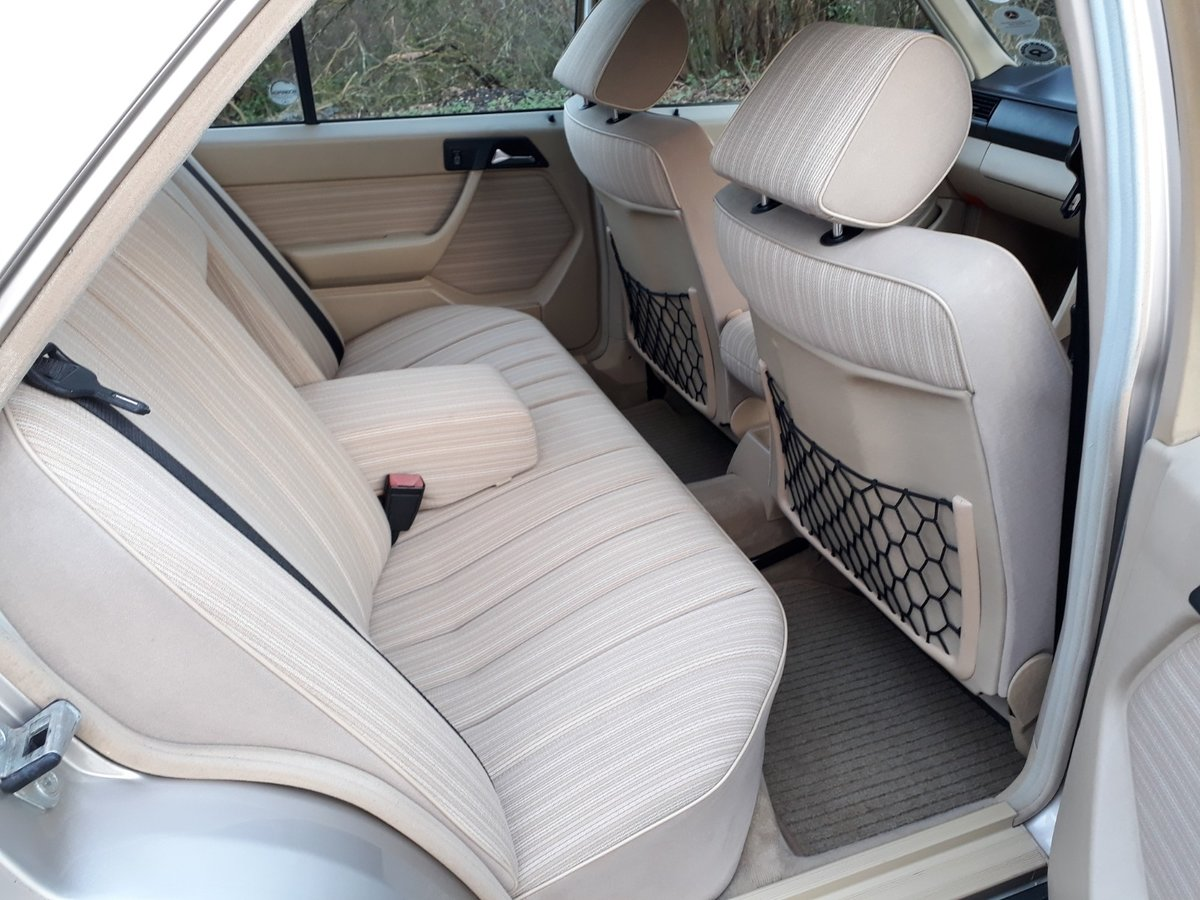 STUNNING LOW MILEAGE, SHOW WINNING 1988 MERCEDES W124 300E  SOLD (picture 5 of 6)