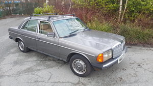 Picture of 1984 Mercedes W123 230E Project SOLD
