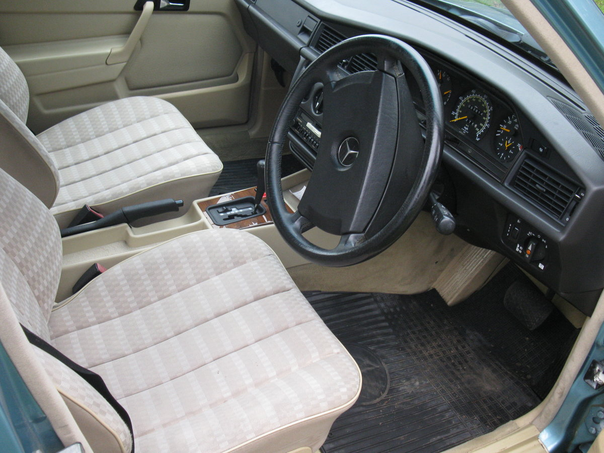 1991 Mercedes 190e auto For Sale (picture 5 of 6)