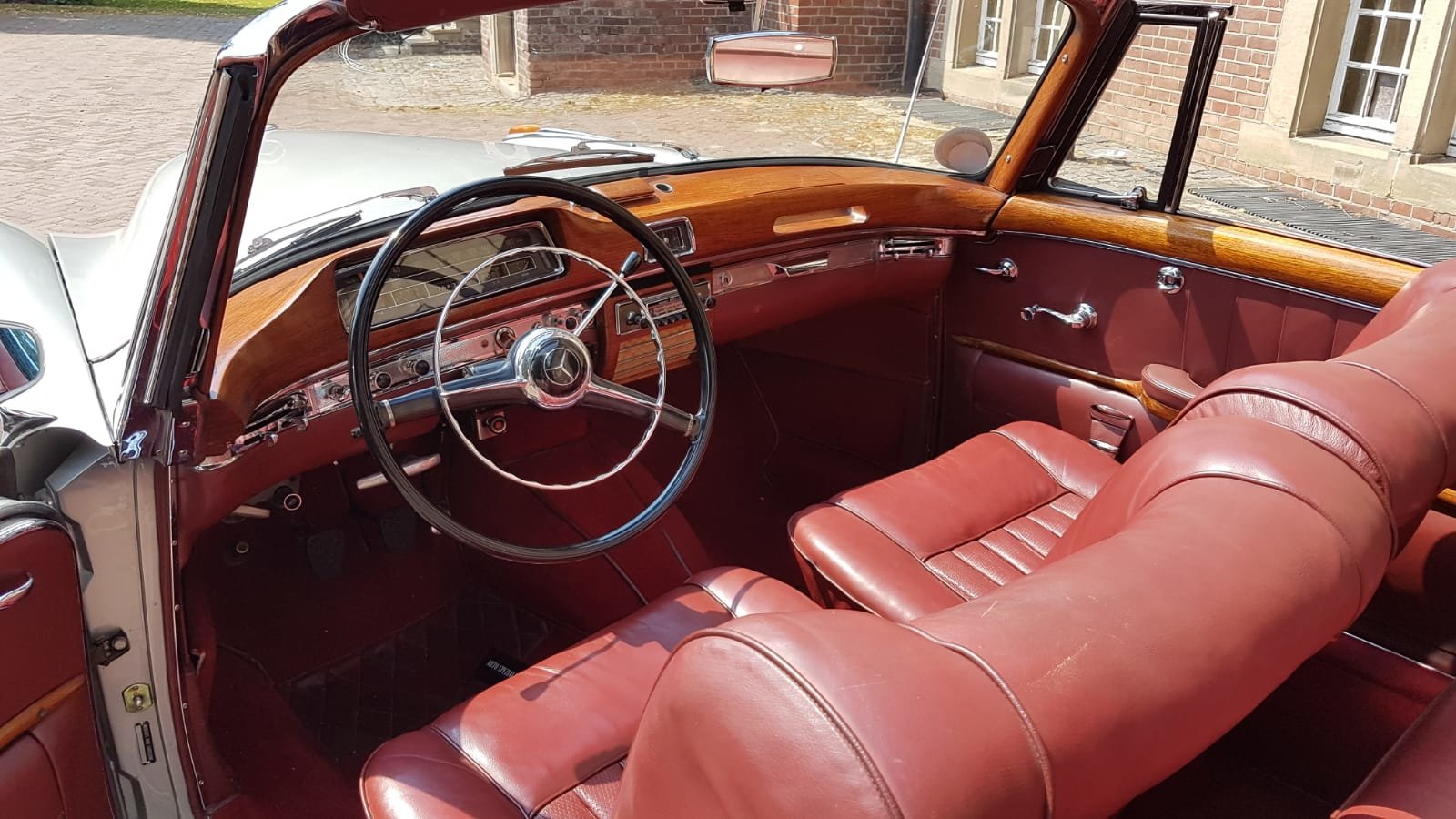1958 Mercedes 220S convertible in excellent condition For Sale (picture 5 of 6)