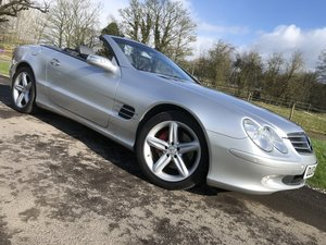 2004 Mercedes SL500**Stunning car with fsh**pan roof**