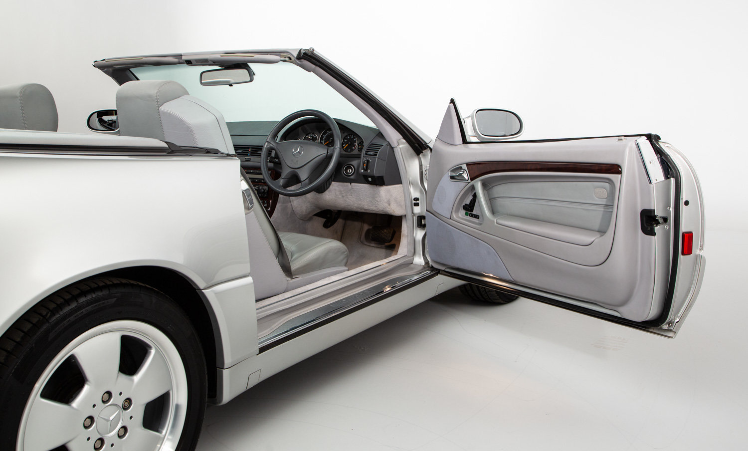 1999 MERCEDES SL320  For Sale (picture 10 of 22)