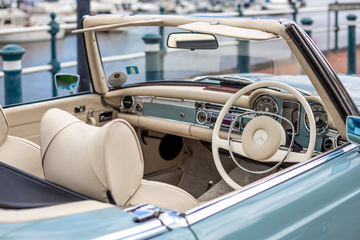 1971 Mercedes-Benz 280 SL Pagoda in Horizon Blue by Hemmels For Sale (picture 4 of 6)
