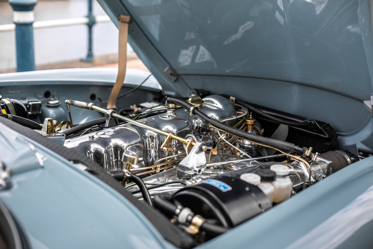 1971 Mercedes-Benz 280 SL Pagoda in Horizon Blue by Hemmels For Sale (picture 5 of 6)
