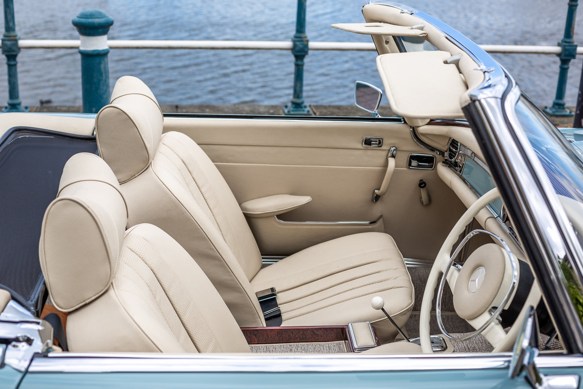 1971 Mercedes-Benz 280 SL Pagoda in Horizon Blue by Hemmels For Sale (picture 6 of 6)