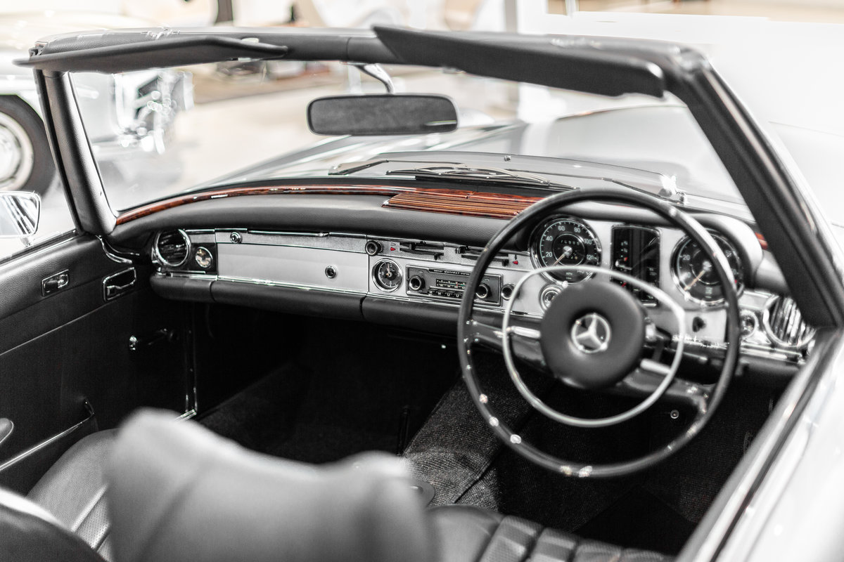 1968 Mercedes-Benz 280 SL Pagoda in Silver by Hemmels For Sale (picture 4 of 6)