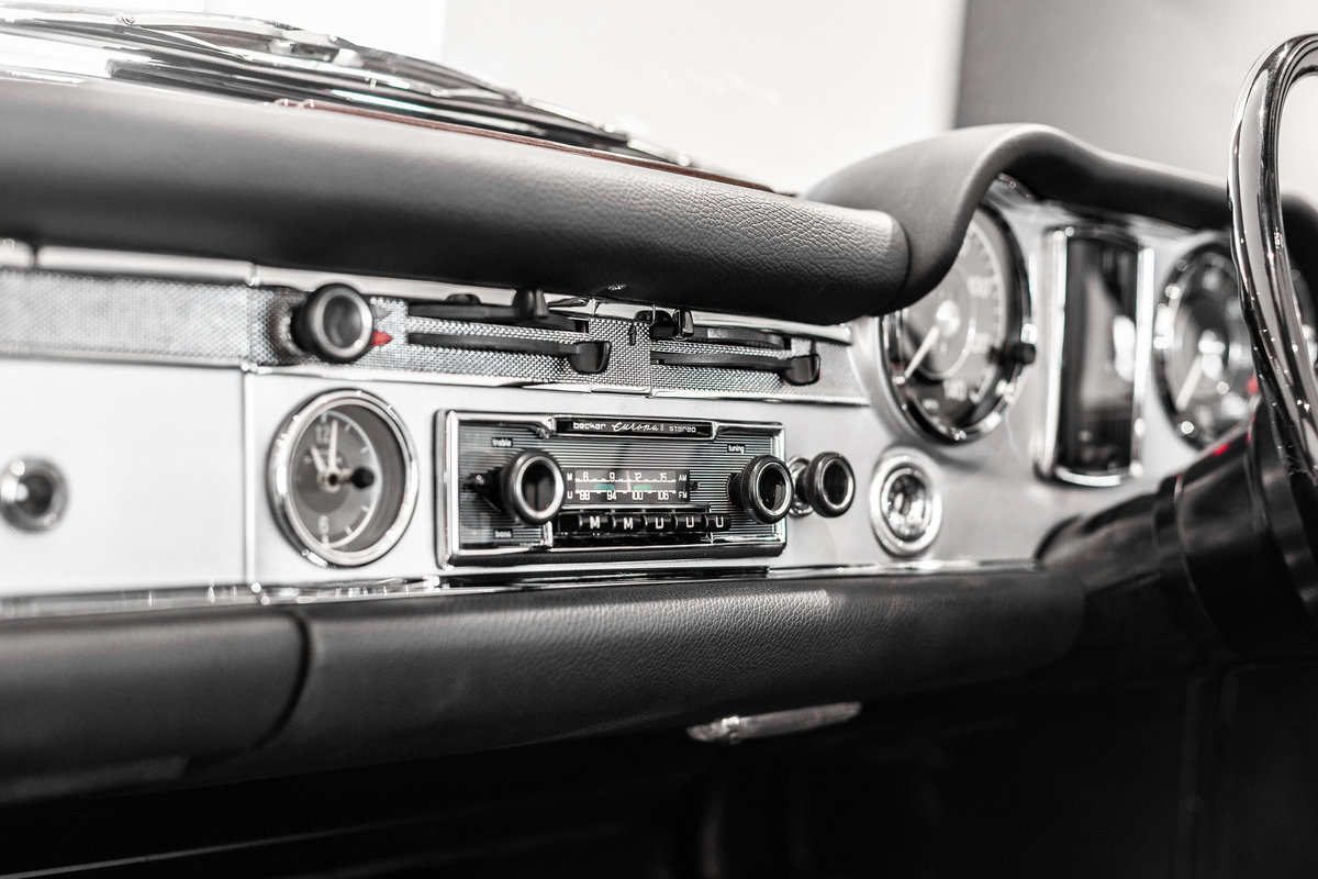 1968 Mercedes-Benz 280 SL Pagoda in Silver by Hemmels For Sale (picture 5 of 6)