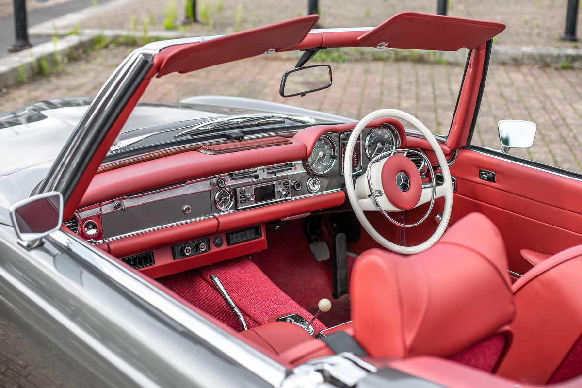 1969 Mercedes-Benz 280 SL Roadster in Anthracite Grey by Hemmels For Sale (picture 4 of 6)