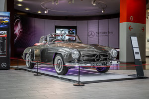 Mercedes-Benz 190 SL Roadster in Anthracite Grey by Hemmels