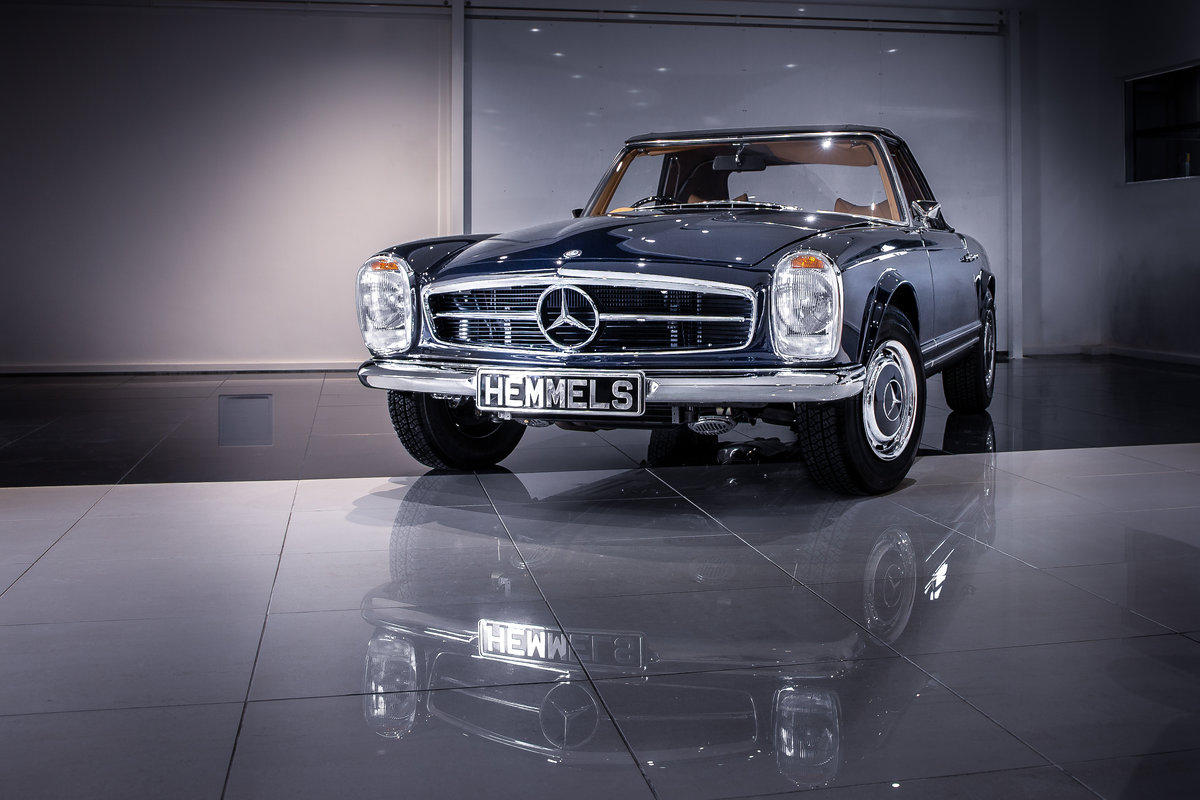 1970 Mercedes-Benz 280 SL Pagoda in Midnight Blue by Hemmels For Sale (picture 1 of 6)