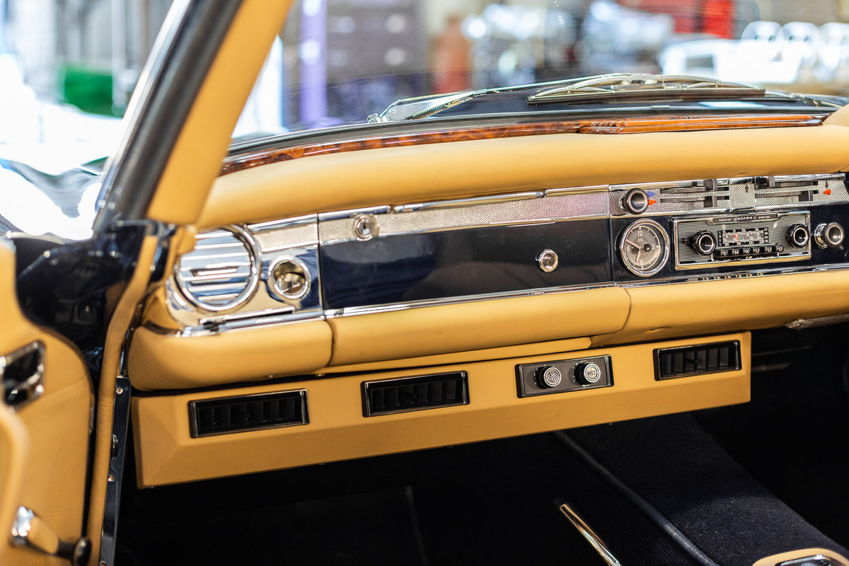 1970 Mercedes-Benz 280 SL Pagoda in Midnight Blue by Hemmels For Sale (picture 5 of 6)