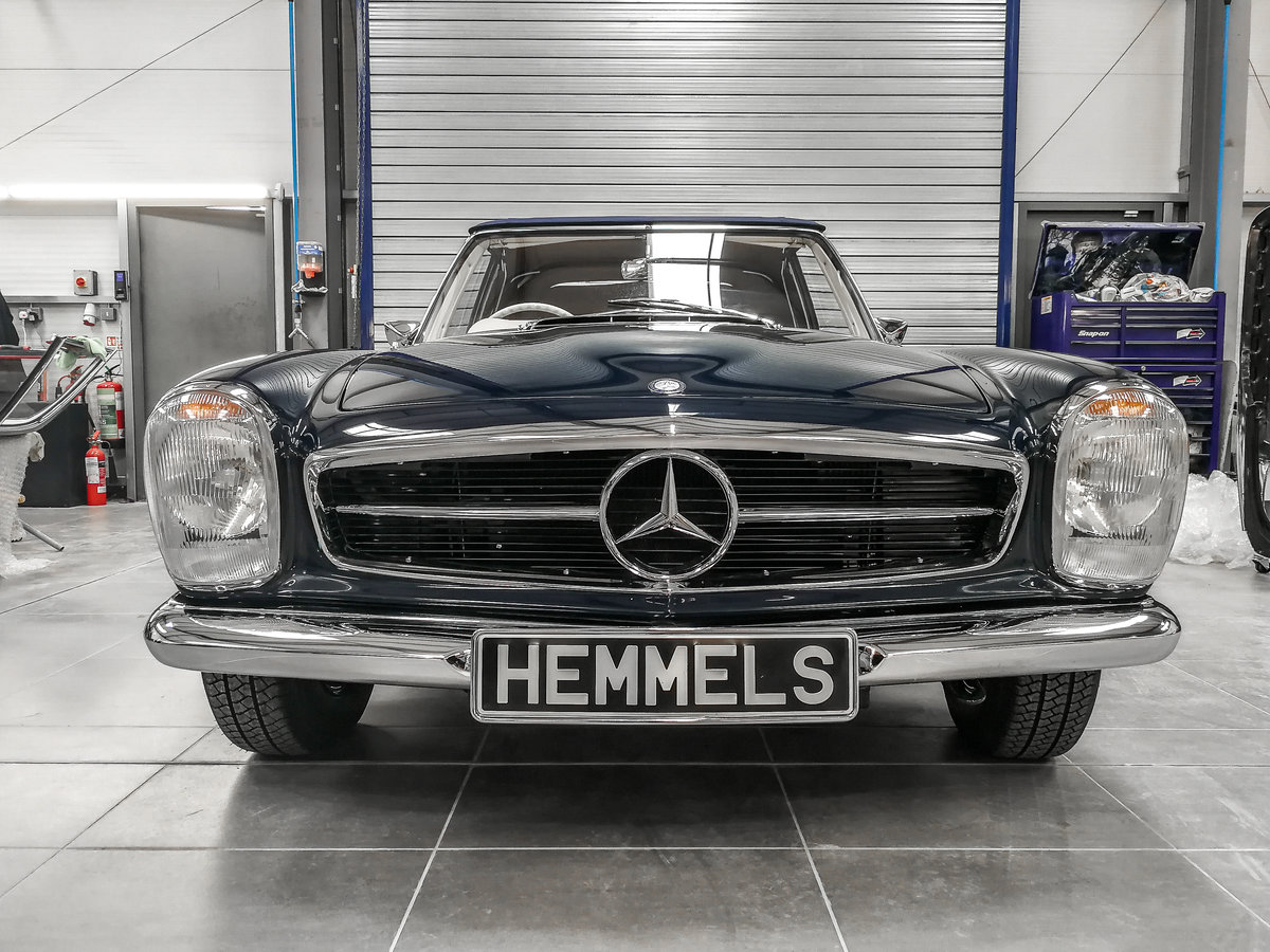 1968 Mercedes-Benz 280 SL Pagoda in Midnight Blue by Hemmels For Sale (picture 2 of 6)