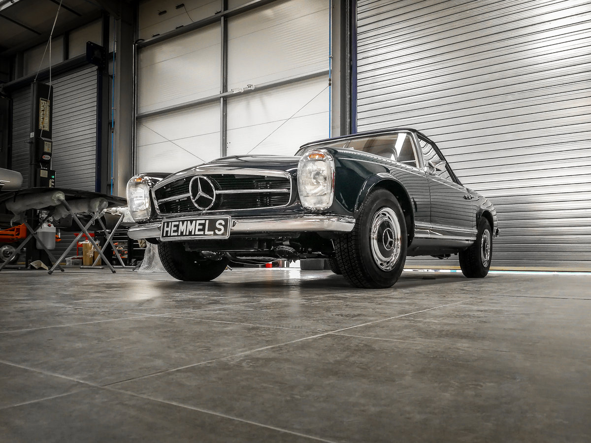 1968 Mercedes-Benz 280 SL Pagoda in Midnight Blue by Hemmels For Sale (picture 3 of 6)