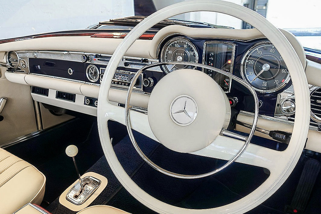 1968 Mercedes-Benz 280 SL Pagoda in Midnight Blue by Hemmels For Sale (picture 4 of 6)
