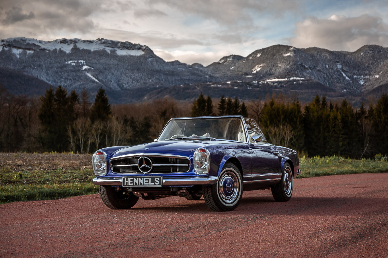 1968 Mercedes-Benz 280 SL Pagoda in Cardiff Blue by Hemmels	 For Sale (picture 3 of 6)