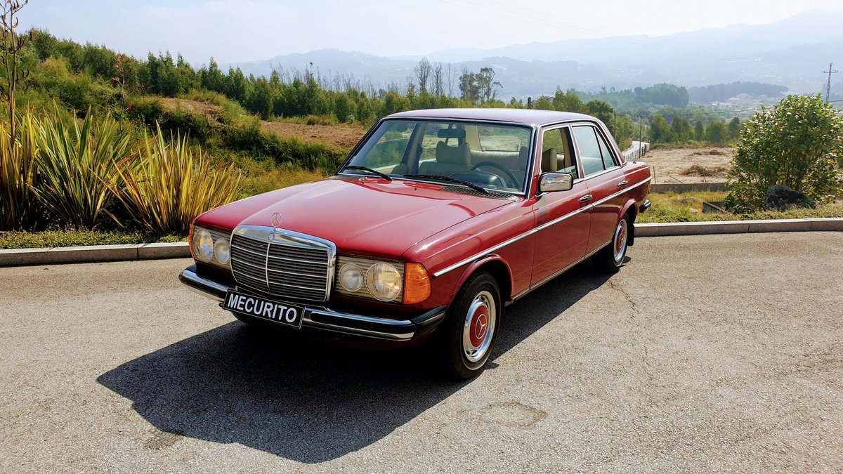 Mercedes W123 230 Limousine - 1977 For Sale (picture 1 of 6)