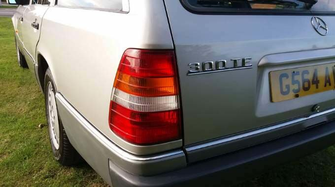1989 Mercedes Benz 300 TE  SOLD (picture 2 of 4)