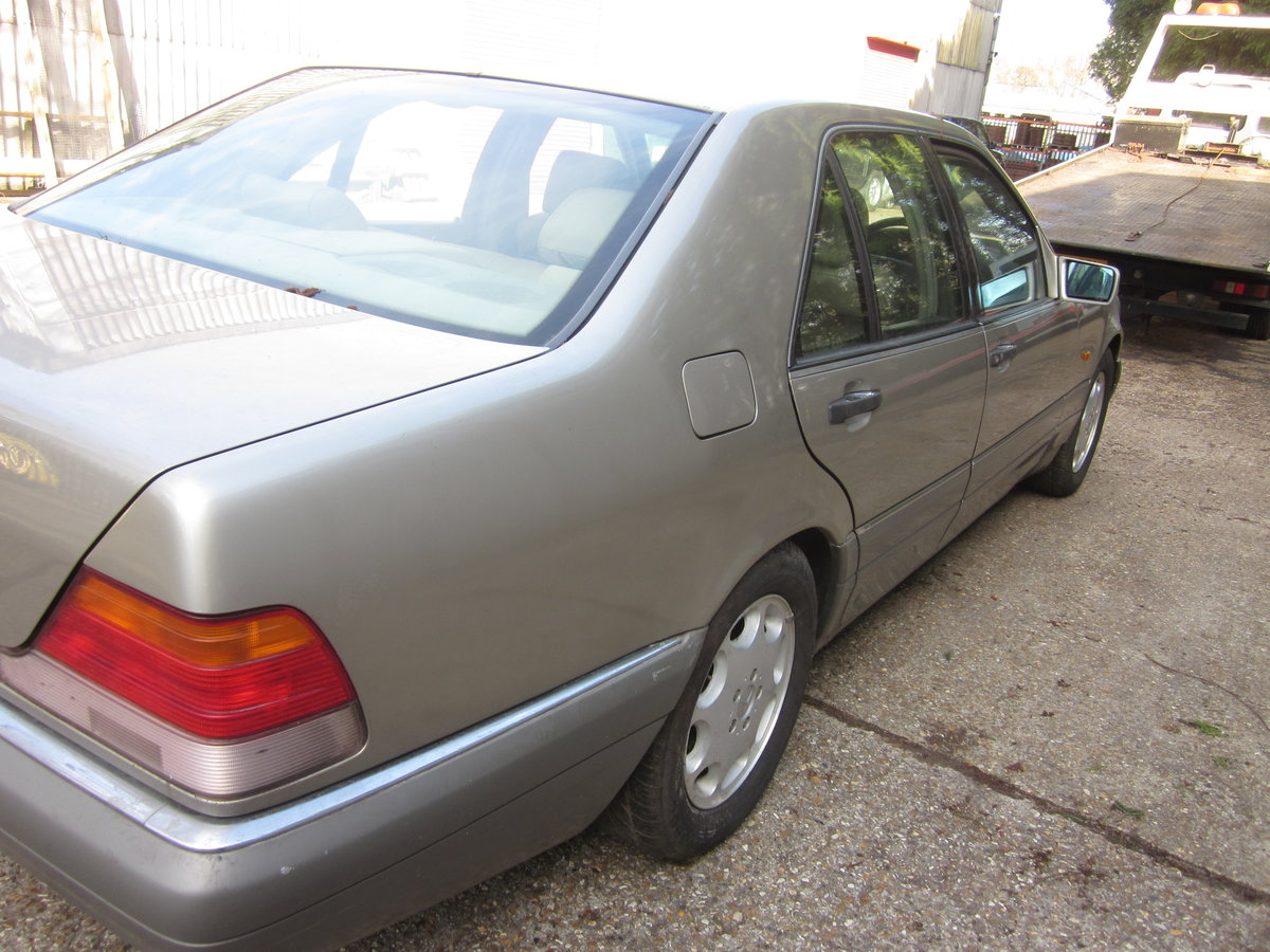 1995 Mercedes e320 petrol colour champagne For Sale (picture 3 of 6)