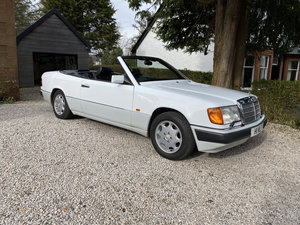 1993 MERCEDES 320CE CABRIOLET - W124