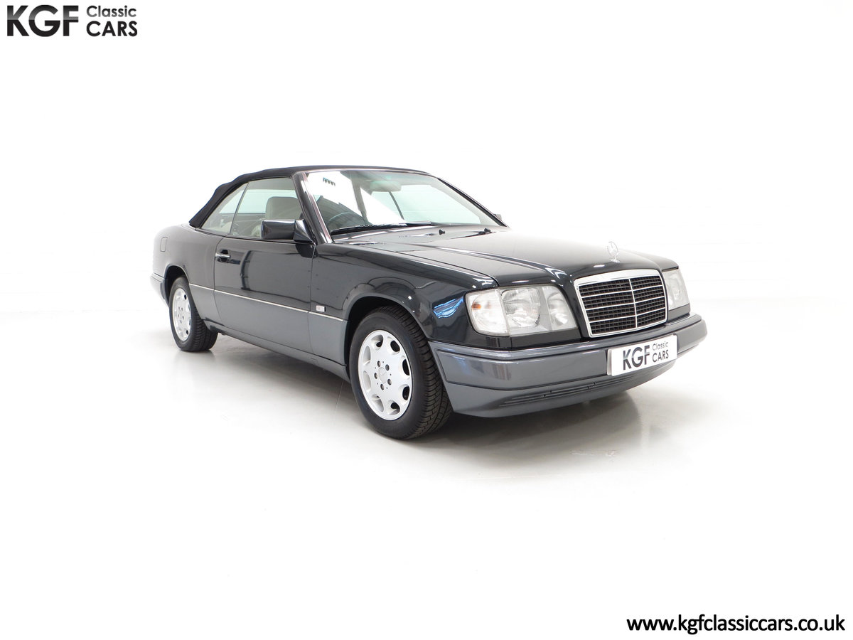 1994 An Exceptional Mercedes-Benz W124 E220 Cabriolet For Sale (picture 1 of 24)