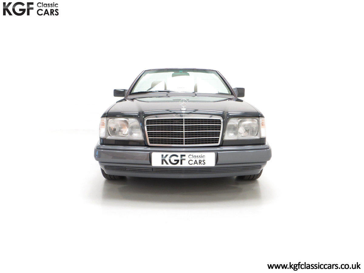 1994 An Exceptional Mercedes-Benz W124 E220 Cabriolet For Sale (picture 3 of 24)