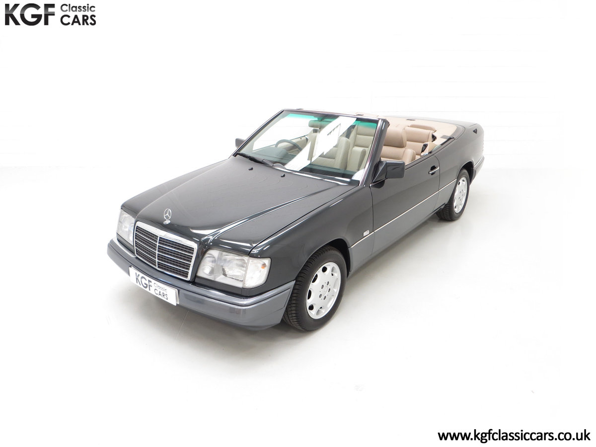 1994 An Exceptional Mercedes-Benz W124 E220 Cabriolet For Sale (picture 5 of 24)